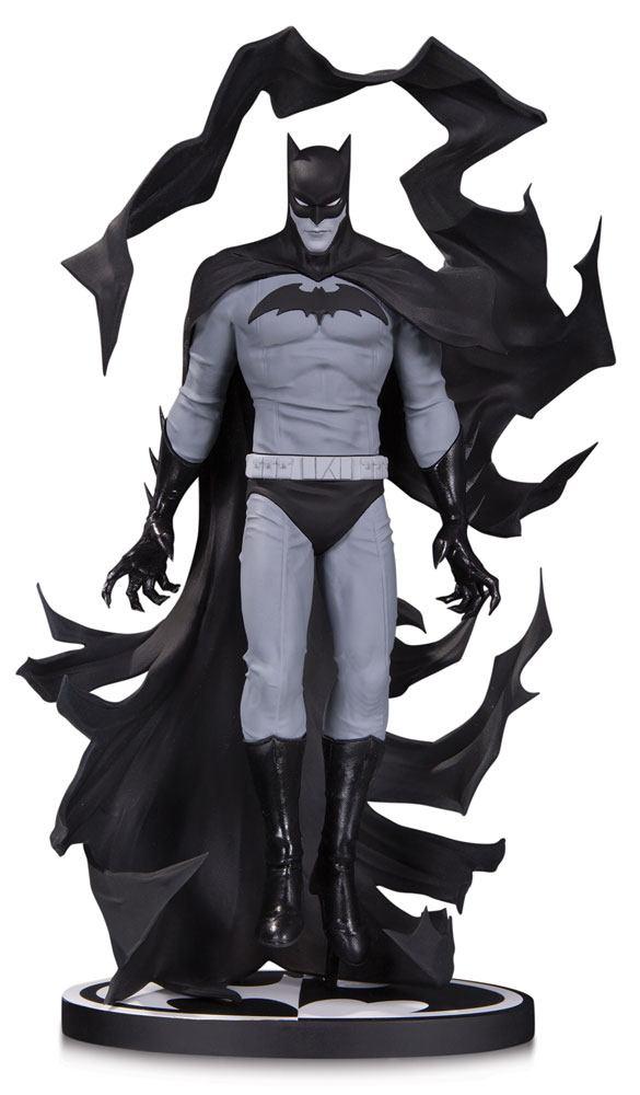 Batman Black & White Statue Batman by Becky Cloonan 23 cm
