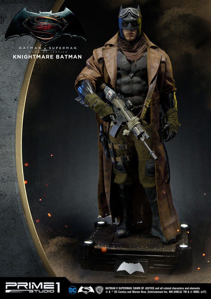 Batman v Superman Dawn of Justice 1/2 Statue Knightmare Batman 109 cm