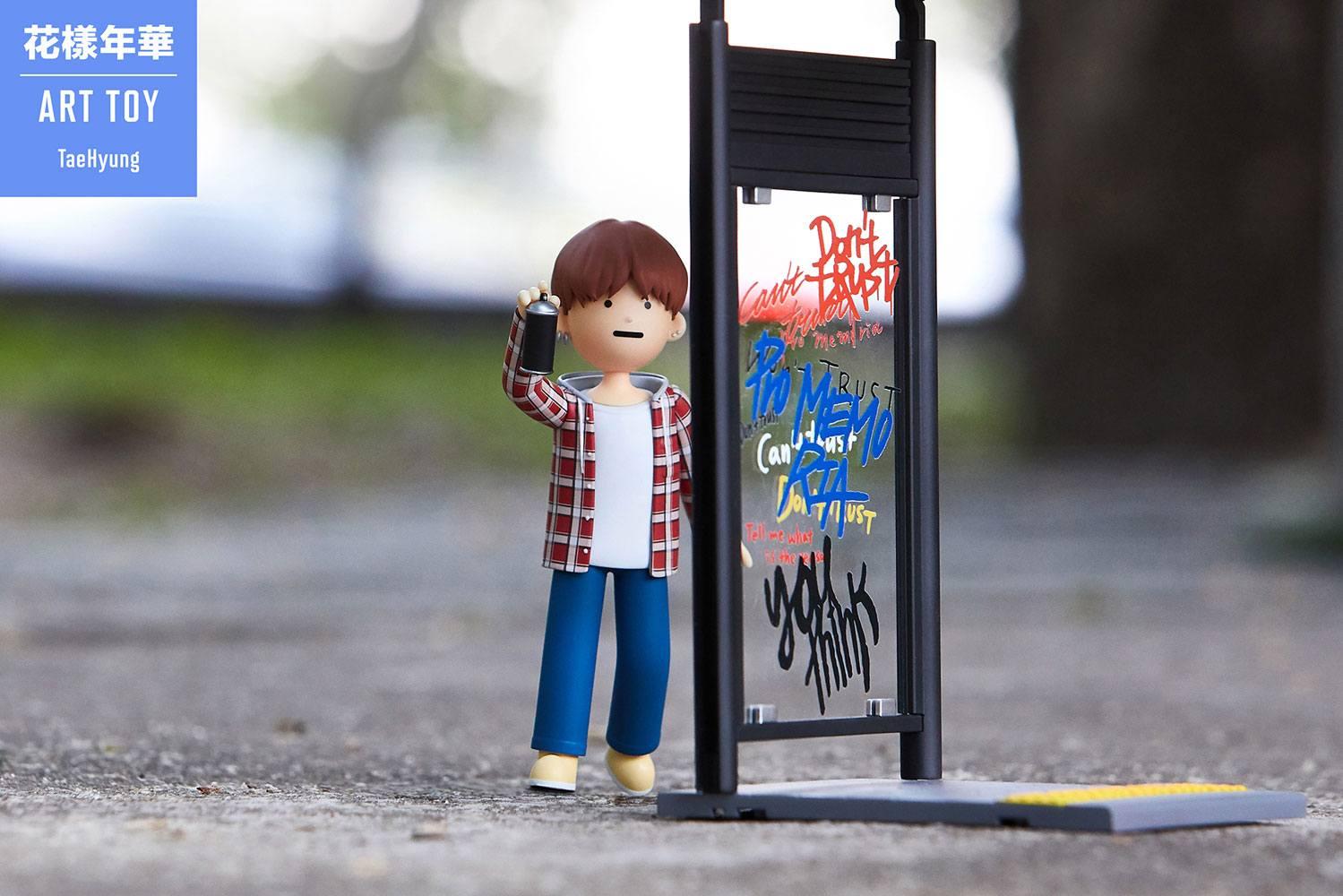 BTS Art Toy PVC Statue V (Kim Taehyung) 15 cm