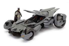 Batman v Superman Diecast Model 1/24 2016 Batmobile with figure