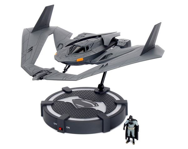 Batman v Superman Diecast Model 1/32 2016 Batwing with 2 figures