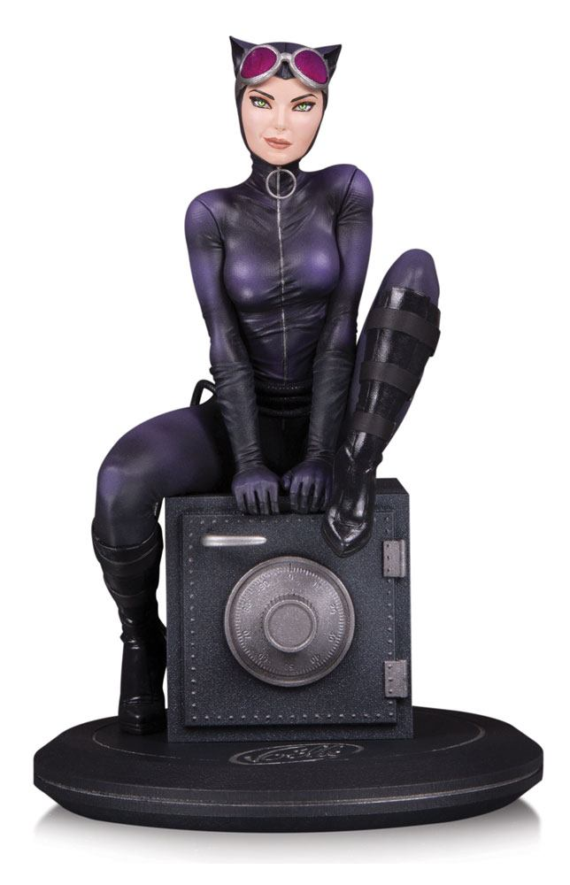 DC Cover Girls Statue Catwoman by Joelle Jones 18 cm