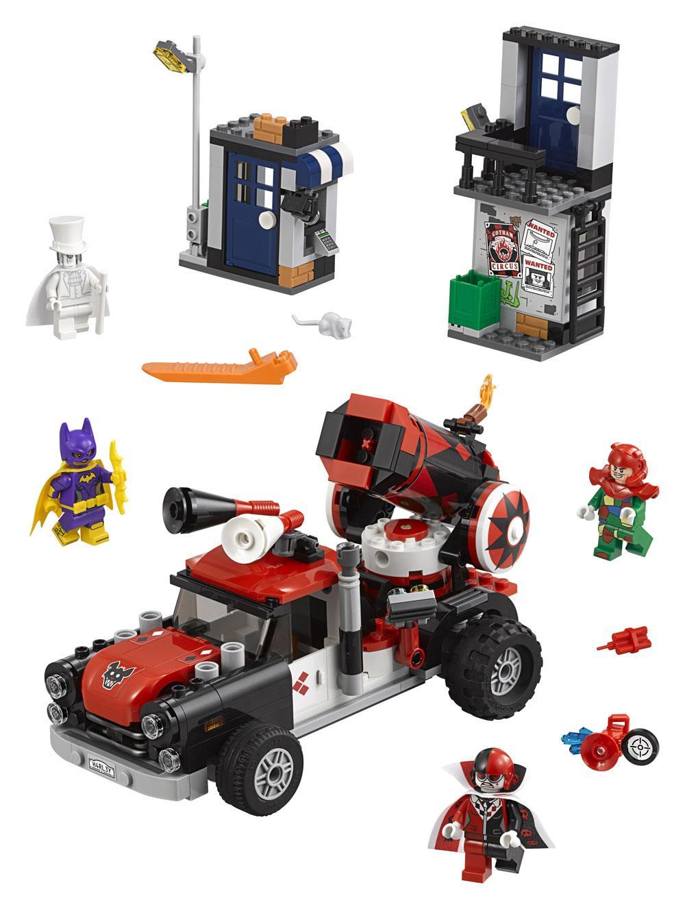 The LEGO® Batman Movie™ Harley Quinn™ Cannonball Attack