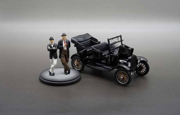 Laurel and Hardy Diecast Model 1/24 1925 Ford Model T with Figures