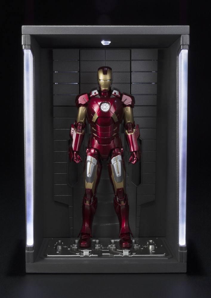 Iron Man 3 S.H. Figuarts Action Figure Iron Man Mark VII & Hall of Armor Set 15 cm
