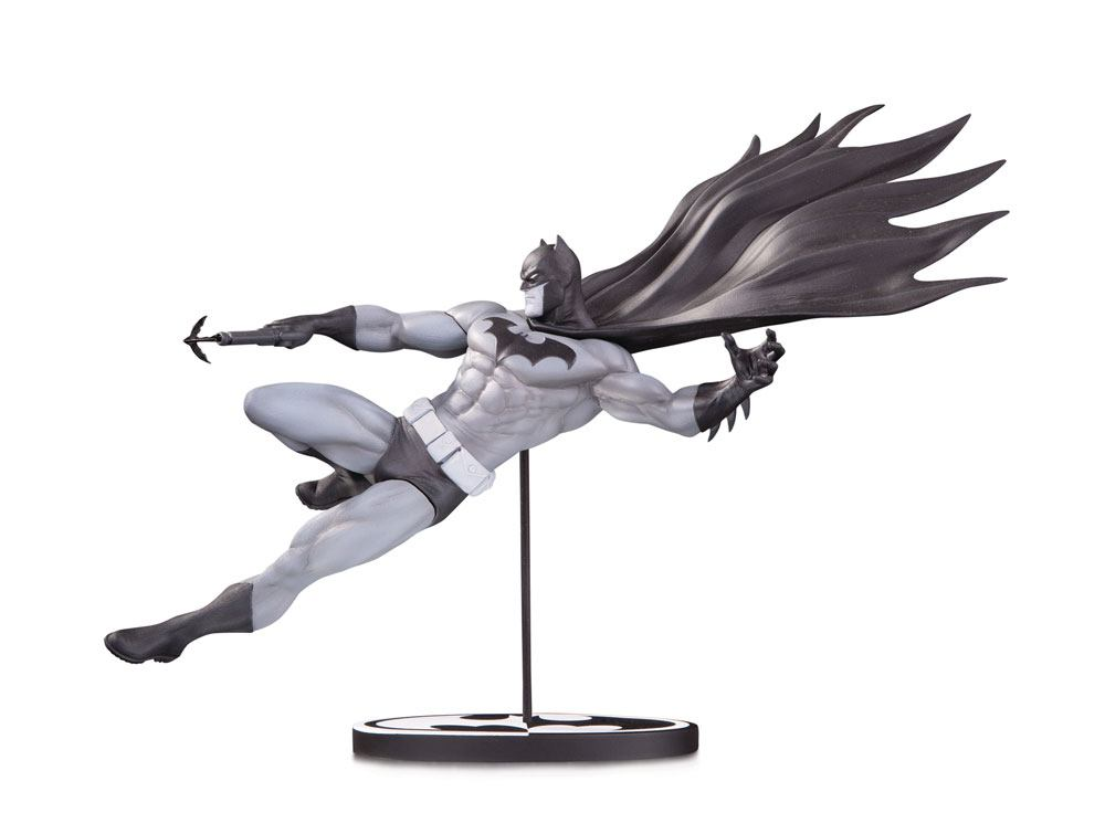 Batman Black & White Statue Batman by Doug Mahnke 18 cm